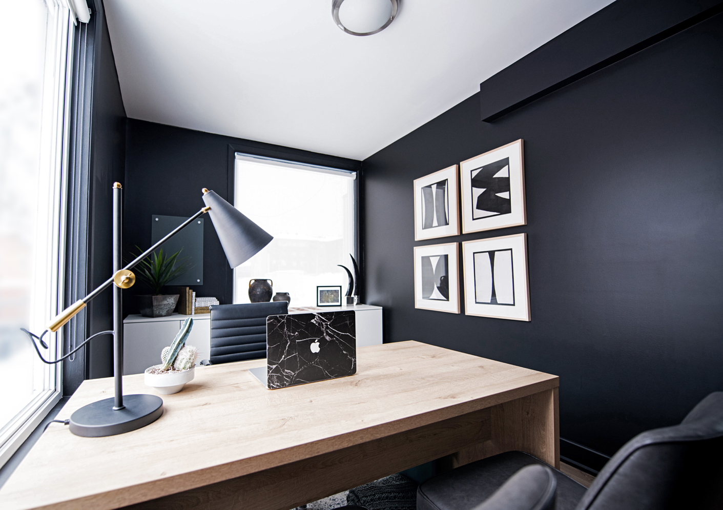 content-story-black-office